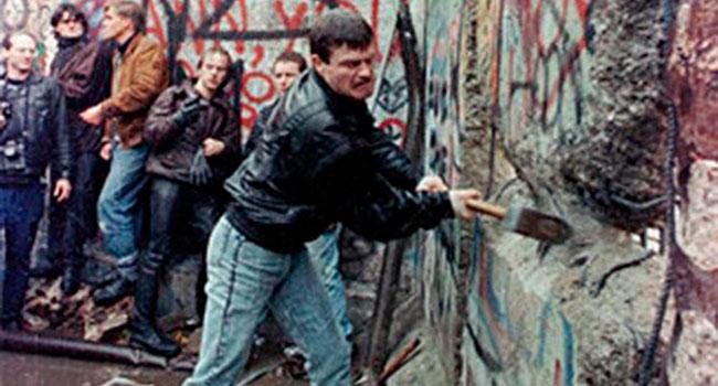 'Mr. Gorbachev, tear down this wall!'